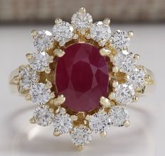 3.08 Carat Ruby And Diamond Ring In 14K Solid Yellow Gold - Ring Size: 7 *** Free Shipping *** No Reserve *** Free Resizing