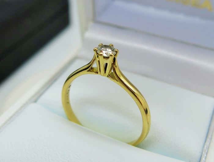 18K Gold Diamond Solitare Ring - size 57 1/8
