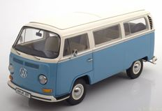 Schuco - Scale 1/18 - Volkswagen T2A Bus year 1967-1970 - Colour: Blue / White