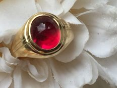 Vintage 14 kt gold ring with a synthetic cabochon cut ruby