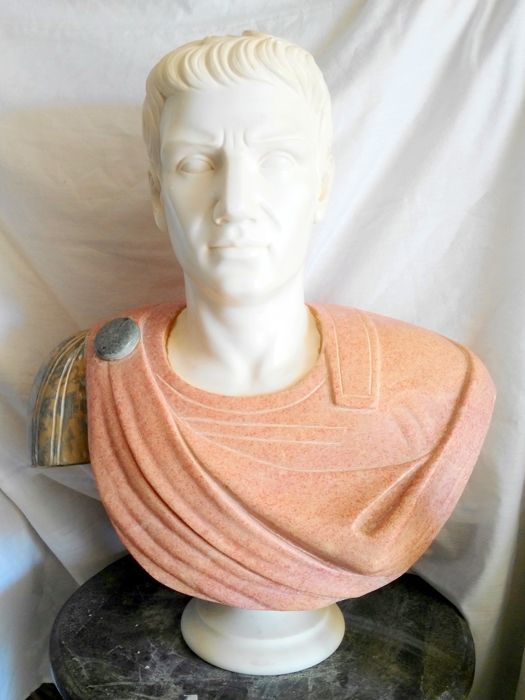 Bust of the Emperor Trajan in marble - 100 kilos of weight - 20th century