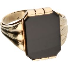 14 kt - Yellow gold signet ring set with black onyx - Ring size: 19 mm