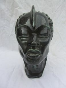 Man's head - Stylszed Art Deco earthenware sculpture
