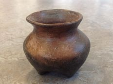 Precolumbian pottery jar with 4 legs - 9.6 x 10 cm