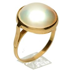 Yellow gold ring with Mabé pearl, 15 mm