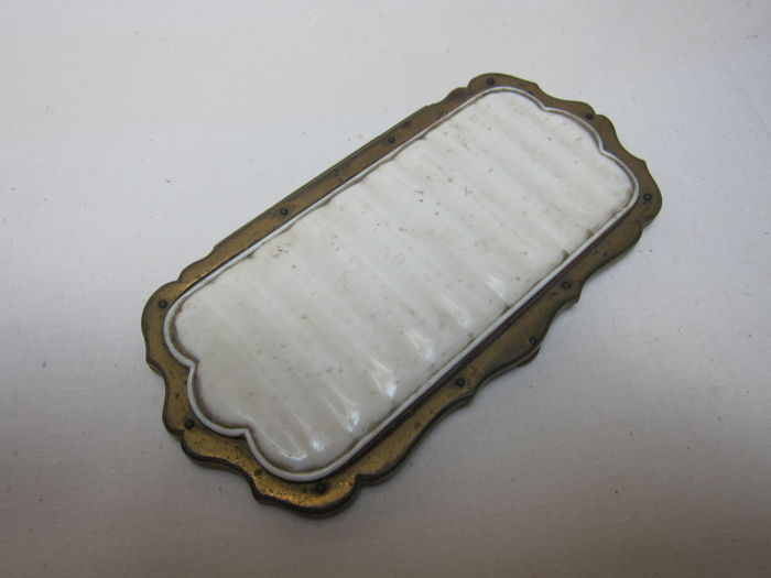 Toiletry bag (Locket) of ivory - France - ca. 1900