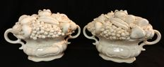 Pair of ceramic high baskets with mixed fruit and double handles, Vecchia Bassano - Italy, Nove di Bassano
