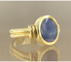 14 kt yellow gold vintage ring set with a synthetic star sapphire / size 17