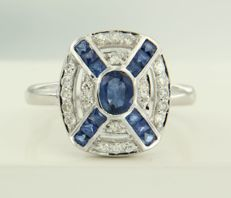 14 kt white gold ring set with sapphire and 22 single cut diamonds of approx. 0.26 ct in total – ring size 17.25 (54)