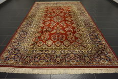 Magnificent handwoven Indo Sarouk US designer Sarouk 195 x 295cm made in India at the end of the 20th century, very good condition