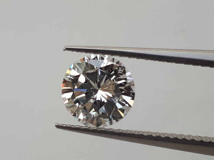 1.00 ct brilliant-cut Colour G diamond IGI certificate