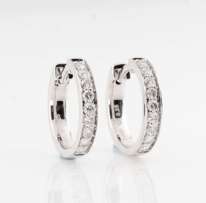 14kt diamond earrings total approx. 0.51ct / 4.30gr / G-H  VS1-VS2 / measurements : 17 x 15 x 3 mm / New