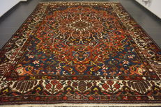 Organic beautiful old BAKHTIAR field hand-knotted Persian carpet, BAKHTIARI, natural dyes, made in Iran, 319 x 393 cm