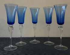 Lot of 5 molato crystal glasses, engraved on blue background - Bohemia Germany - 1920