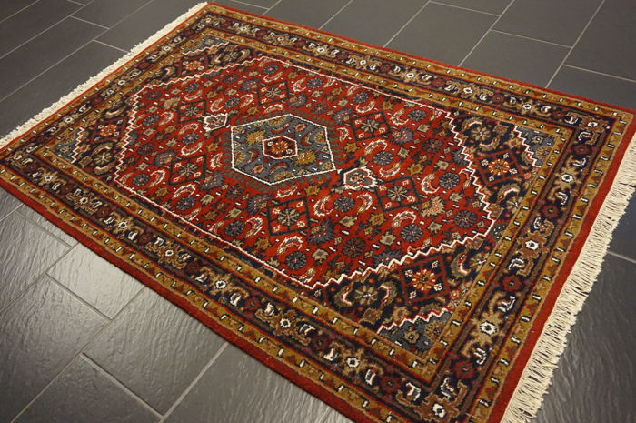 Luxurious hand-knotted oriental carpet, Indo Bidjar Herati with medallion, 127 x 182cm, made in India, very good condition.
