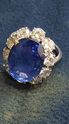 Ring with untreated sapphire from Ceylon for 13.51 ct and diamonds