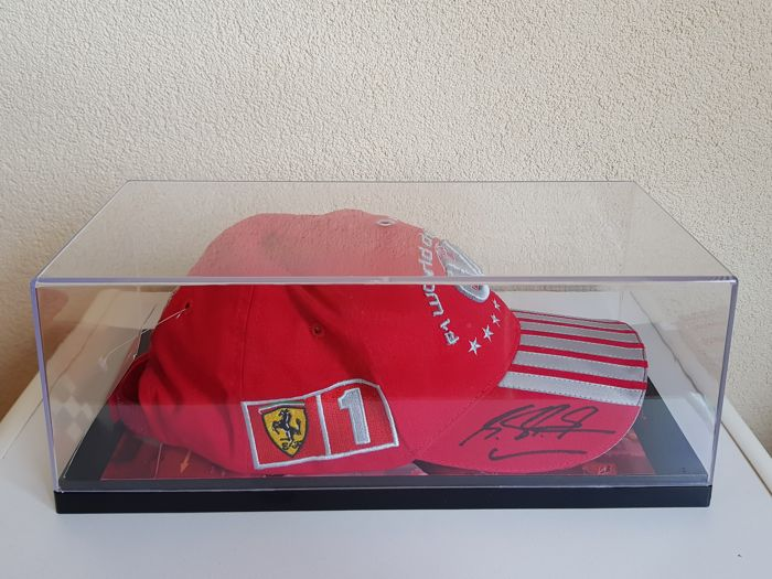 Michael Schumacher - Original Ferrari cap for his 7th World title F1 - hand-signed in OP display case + COA
