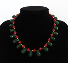 'Floral' necklace with emeralds and rubies with 14 kt gold clasp - 47 cm