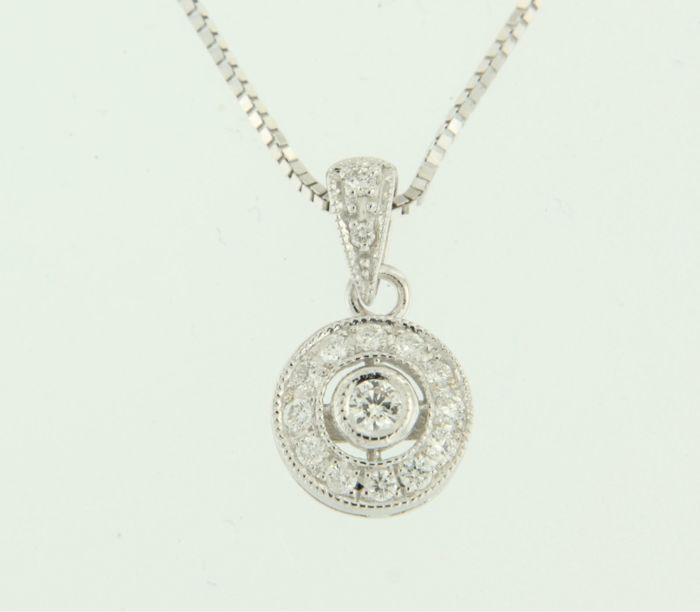14 kt white gold necklace with a pendant set with 15 brilliant cut diamonds, approx. 0.25 carat in total.