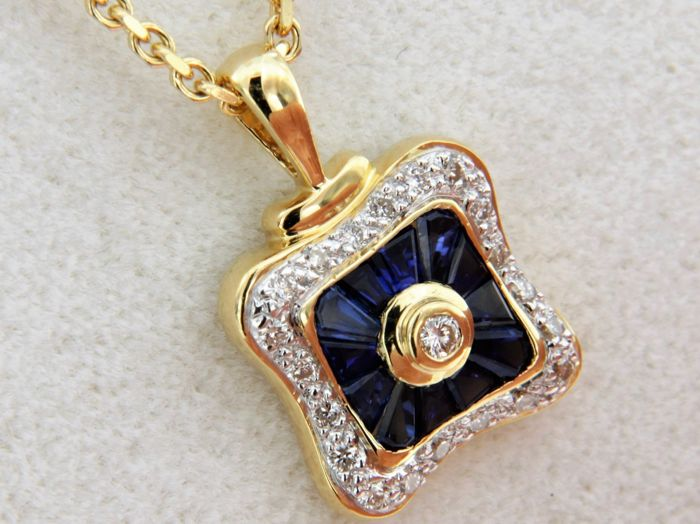 Necklace in 18 kt gold and pendant with Sapphires and Diamonds.