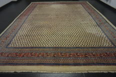 Magnificent hand-knotted Persian carpet, Sarouk Mir, 290 x 380 cm, made in Iran, great highland wool, very good condition.