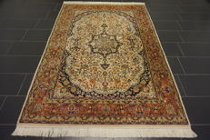 Magnificent handwoven Indo Isfahan 165 x 250cm, made in India, very good condition