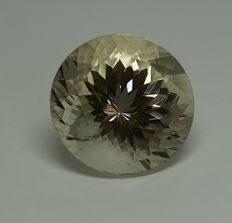 Topas - light brownish yellow - 70.47 ct