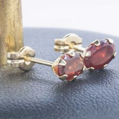Gold 18 kt Earrings of Cut Garnets and set by hand 1.2 ct