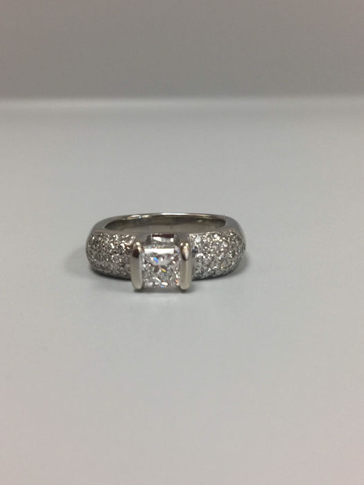 14k gorgeous diamond pave ring 1.78ct Total 585 white gold. NO RESERVE