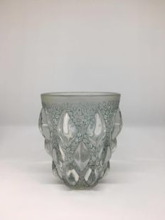 René Lalique (1860-1945) - 'Rampillon' - Vase made of pressed moulded glass decorated with 3 rows of embossed cabochons on a floral background