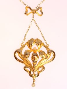 18K gold Art Nouveau flower pendant / necklace, ca. 1900