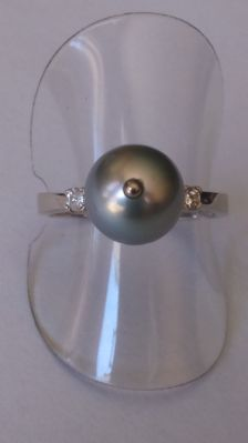 Yellow gold ring 14 kt with gray Tahitian pearl and 2 diamonds