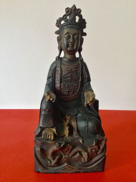 Representation of Guanyin in bronze with brown and gold patina - Nepal - second half of 20th century
