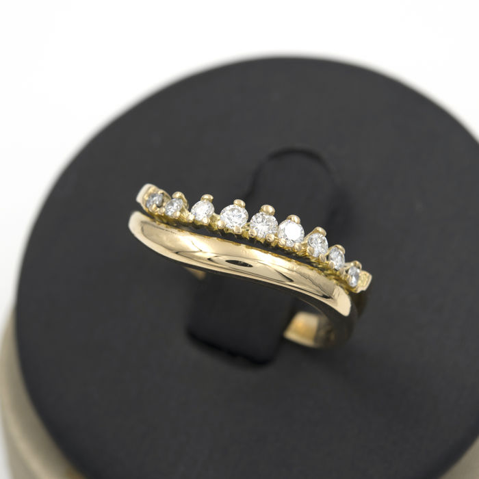 Cocktail ring – 18 kt yellow gold – Brilliant-cut diamonds – Inner diameter: 18.00 mm