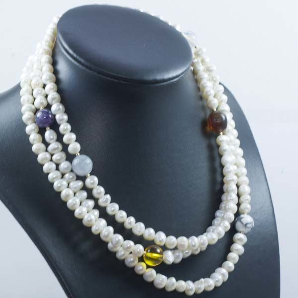 18 kt/750 Yellow gold Necklace of River Pearls and multi-stones Length 122 cm
