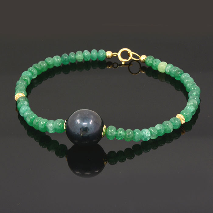 18k/750 yellow gold bracelet with emeralds and South Sea cultured pearl.  - Length 20 cm.
