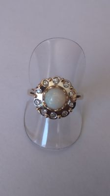 Ring of 585 yellow and white gold with opal and 10 diamonds, ring size 60.