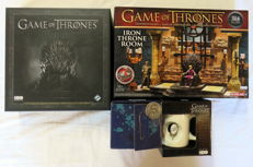 """Game of Thrones: The Card Game – Construction set Iron Throne Room – 2 mugs – Coin """"Valar Morghulis"""""""