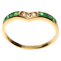 14 kt Yellow gold ring set with diamond and emerald - ring size 15.5