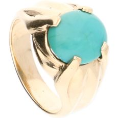 14 kt – Yellow gold ring, set with an oval, cabochon cut turquoise – Ring size: 18 mm