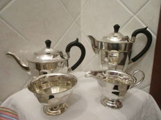 Lot of 4 coffee and tea pieces Sheffield E.P.N.S. England, 1950s/1960s