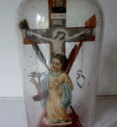 Antique glass bottle with Christ, angel and passion tools - Flanders - 19th century