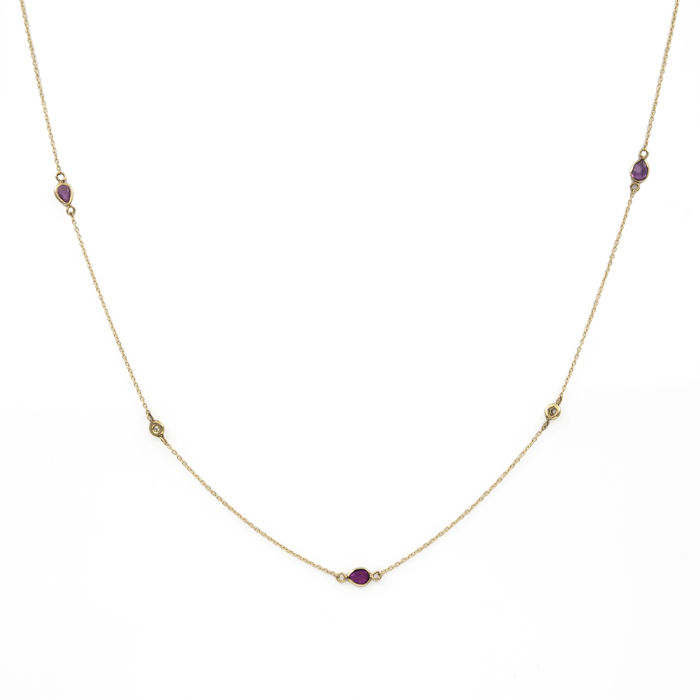 750/000 (18 kt) yellow gold - Choker - Brilliant-cut diamonds - Pear-cut rubies - Length: 43 cm (approx.)
