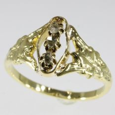Elegant yellow gold Victorian ring with alignment of diamonds - anno 1900