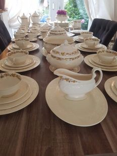 Tableware set Wedgwood 'Golden Ivy' Patrician - 104 pieces