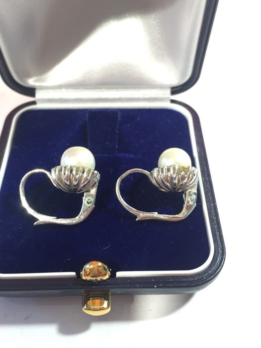 18 kt gold earrings, natural cultivated shiny pearls, Italy, 1950s-60s