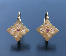 Charming pair of earrings from the Napoleon III era, decorated with carved clovers set with rubies and diamonds.