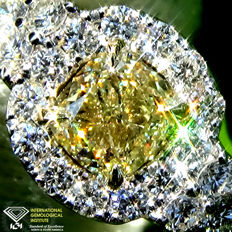 Engagement Solitaire Ring Natural Fancy Yellow Diamond VVs1 0.90 ct Size 6.5 - IGI Certified - No Reserve