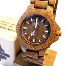 Unisex Wewood watch. Italy. Date army original, in natural wood. In perfect condition.
