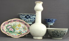 Collection of three porcelain bowls, serving tray and vase - China - late 20th century